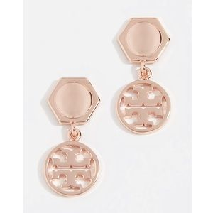 New Tory Burch logo earrings in rose gold